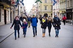 Turistas en Cracovia Polonia imagen de archivo