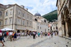 Turistas en Dubrovnik, Croacia Imágenes de archivo libres de regalías