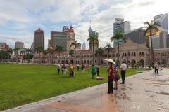 Turistas en el cuadrado de Merdeka Fotografía de archivo