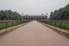 Turistas en el Diwan-yo-Aam en el complejo rojo del fuerte Fotografía de archivo libre de regalías