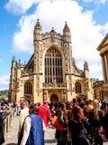 Turistas en el sitio Roman Bath, Reino Unido de la historia Fotos de archivo