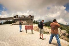 Turistas en el soporte Mitchell Carolina del Norte fotos de archivo libres de regalías