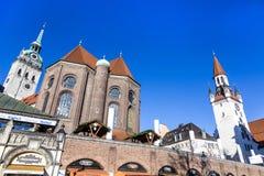 Turistas en el Viktualienmarkt en Munich Fotos de archivo libres de regalías