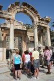 Turistas en ephesus Fotografía de archivo libre de regalías