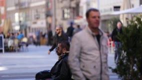 Turistas en Innsbruck' ciudad vieja de s metrajes