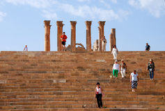 Turistas en la ciudad de Jerash, Jordania Imagen de archivo