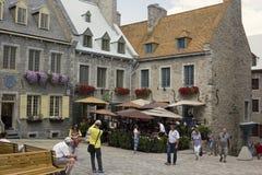Turistas en la ciudad de Quebec en Canadá Imagenes de archivo