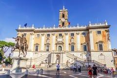 Turistas en la colina de Capitoline foto de archivo libre de regalías
