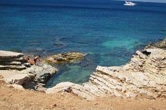 Turistas en la playa de Isulidda Foto de archivo