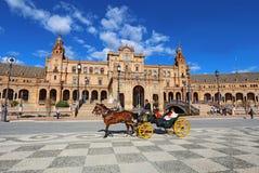 Turistas en la plaza de Espana en Sevilla, España Fotografía de archivo libre de regalías