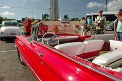 Turistas en la plaza de la Revolucion Havana Cuba Foto de archivo