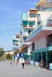 Turistas en la 'promenade' del puerto deportivo de Albufeira, Portugal Foto de archivo libre de regalías