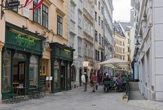 Turistas en la zona peatonal Naglergasse en Viena, Austria Fotografía de archivo