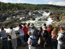 Turistas en las grandes caídas Maryland Fotos de archivo libres de regalías