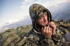 Turistas en las montañas en otoño Fotografía de archivo