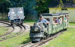 Turistas en los trenes en Hesston Indiana Imagen de archivo