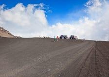 Turistas en Mt. el Etna, Italia - 24 de agosto de 2010 Foto de archivo libre de regalías