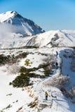 Turistas en Murodo, Toyama, Japón imagen de archivo libre de regalías