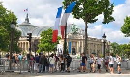 Turistas en París Imagen de archivo libre de regalías