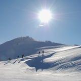Turistas en paseo del invierno Imágenes de archivo libres de regalías