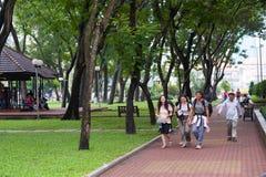 Turistas en Pham Ngu Lao Street, Saigon Imágenes de archivo libres de regalías