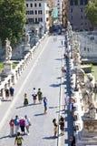Turistas en Ponte Sant Ángel Fotografía de archivo libre de regalías