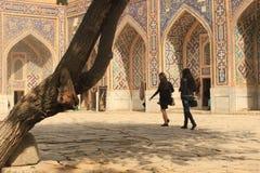 Turistas en Registan Fotografía de archivo