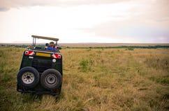 Turistas en safari Imagen de archivo libre de regalías