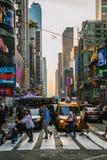 Turistas en Times Square Fotos de archivo