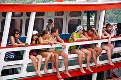 Turistas en un barco Imagen de archivo libre de regalías