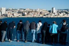 Turistas en un transbordador en Marsella imagen de archivo libre de regalías