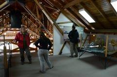 Turistas en una tribu del parque nacional Tierra del Fuego del yagana del museo de los indios foto de archivo