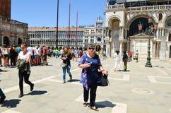 Turistas en Venecia, Italia Imágenes de archivo libres de regalías