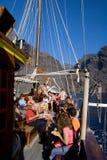 Turistas en viaje del barco Foto de archivo libre de regalías