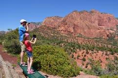 Turistas en Zion National Park Imagen de archivo