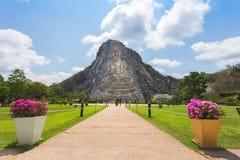 Turistas felizes, grupo Bhudda de viagem Mountian no che chan do khao, imagens de stock