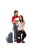 Turistas femeninos jovenes y el aeropuerto Fotografía de archivo