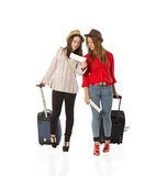 Turistas femeninos jovenes y el aeropuerto Foto de archivo