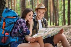 Turistas inspirados que preparam-se para a viagem Imagem de Stock Royalty Free