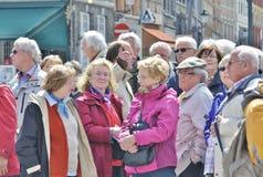 Turistas mayores de Brujas, Bélgica Foto de archivo libre de regalías