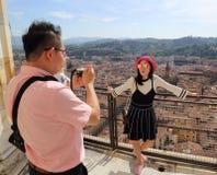 Turistas na abóbada da catedral em Florença, Itália fotografia de stock royalty free