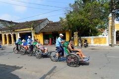 Turistas na cidade antiga de Hoian Imagem de Stock