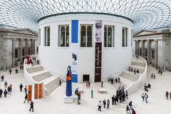 Turistas na grande corte de British Museum Londres, Engla Foto de Stock Royalty Free
