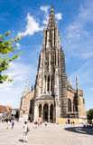 Turistas na igreja de Ulm fotos de stock