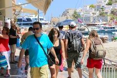 Turistas na ilha de Grécia Fotos de Stock Royalty Free
