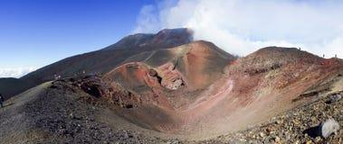 Turistas na montanha de Etna fotos de stock