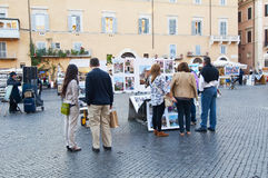 Turistas na praça Navona Fotos de Stock Royalty Free