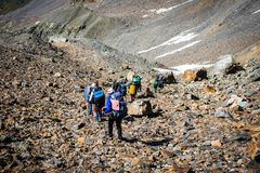 Turistas nas montanhas caucasianos Fotografia de Stock Royalty Free