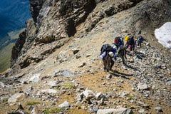 Turistas nas montanhas caucasianos Fotos de Stock Royalty Free