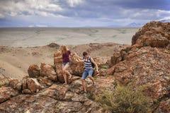 Turistas nas montanhas de Altai Foto de Stock Royalty Free